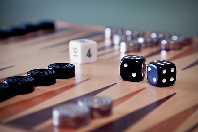 histoire du backgammon